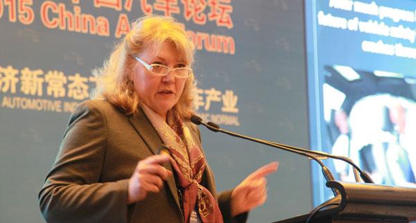 美国汽车工业联盟副主席Gloria Bergquist演讲