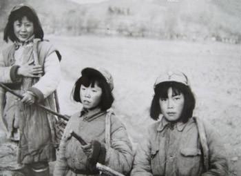 战地记者拍抗战时妇女