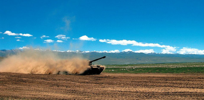 解放军新装备测试:99改坦克狂奔飞沙走石… [详细]