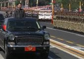 习近平乘车检阅受阅部队