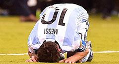 美洲杯-阿根廷2-4 梅西跪地