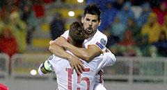 世预赛-西班牙2-0 妖锋激情骑抱水爷