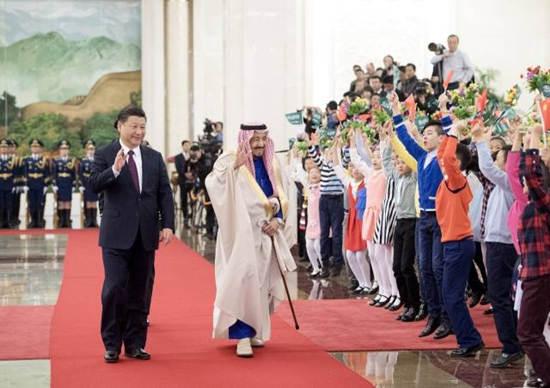 2017年3月16日,国家主席习近平在北京人民大会堂同沙特阿拉伯王国国王萨勒曼举行会谈。这是会谈前,习近平在人民大会堂北大厅为萨勒曼举行欢迎仪式。新华社记者李学仁摄
