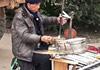 70岁大爷同时演奏9种乐器看呆路人