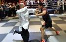 太极拳师被格斗狂人击倒
