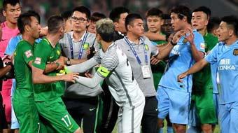 中超-激烈冲突!国安苏宁球员混战 伊尔马兹染红(GIF)