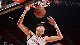 NBA夏季联赛火箭负掘金 周琦暴扣显肌肉