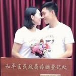 李晓霞宣布与男友领证