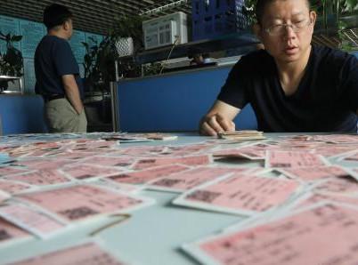 郑州铁路警方严打倒票 两天收缴车票1.5万张