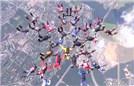 45人跳伞摆五角星造型