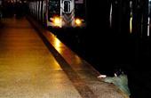 女子被退下站台遭火车碾死