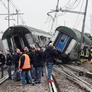 米兰列车脱轨已致百余人死伤 事故或因铁轨塌陷