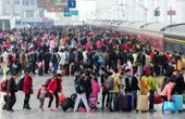 全国铁路迎返程客流高峰