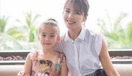 刘涛女儿十岁生日 眉目精致