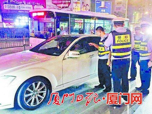 司机酒后驾车等红灯睡着 开价百万想摆平被拘